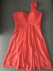 Платье на выпускной 36-38 размер.